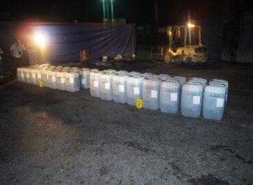 Aseguran dos mil litros de aceite dieléctrico combinado con cocaína diluida, en Yucatán