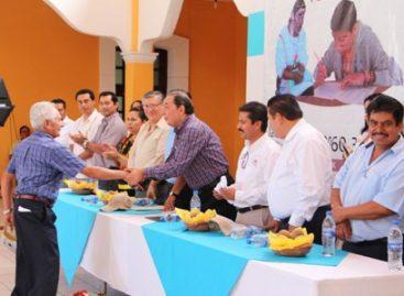 Reapertura IEEA Plaza Comunitaria en Teotitlán; Entregan 16 certificados de primaria y secundaria