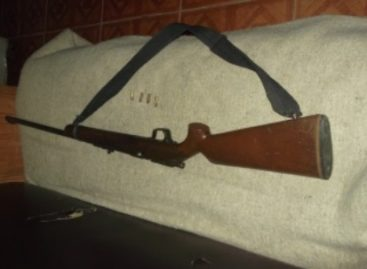 En Putla, dos detenidos por robo con violencia, portaban un arma de fuego