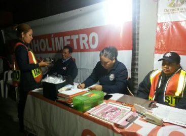 Reprueban Alcoholímetro 11 conductores en Oaxaca; aseguran nueve unidades de motor