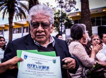 Rinden homenaje al doctor Felipe Martínez Soriano en la Semana del Médico, en Oaxaca