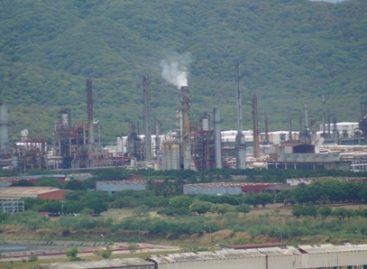Continúa Petróleos Mexicanos labores de limpieza de hidrocarburo en Salina Cruz, Oaxaca