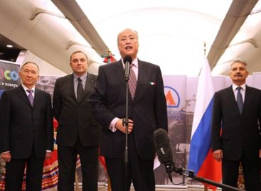 Promociona el Metro de Moscú la obra de Octavio Paz