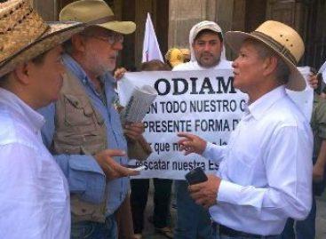 Recibe Javier Sicilia a integrantes del movimiento #43×43, en Cuernavaca