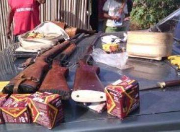 Detiene Policía Vial del estado a sujeto que transportaba armas de fuego y municiones, en la Costa de Oaxaca