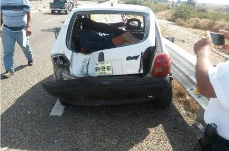 Hallan uniformes de la Policía de Oaxaca en vehículo particular que sufrió accidente