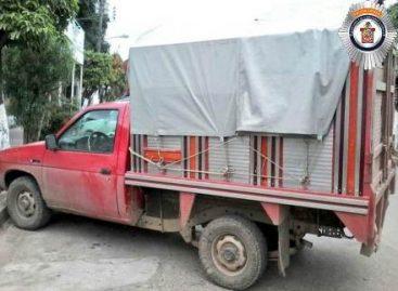 Aseguran tres vehículos con reporte de robo y un cargamento ilegal de madera