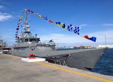 Abandera presidente patrulla costera de la Armada de México, en el puerto de Veracruz