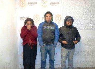 Detienen a cuatro personas que transportaban a 63 migrantes indocumentados en Oaxaca