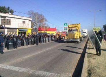 Saldo blanco en desalojo de bloqueo en la carretera federal 175, en Oaxaca
