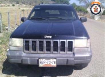 Detienen a dos sujetos y recuperan vehículo robado; Respuesta inmediata del 066, en Oaxaca