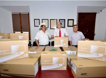 Donan 20 computadoras a la Escuela Secundaria Técnica número 64 de Oaxaca