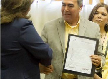 Se registra Carlos Navarro López como candidato del PRD al gobierno de Sonora