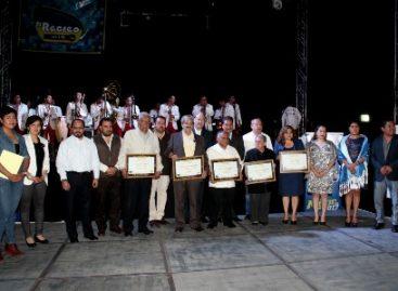 Entregan reconocimiento a locutores y trabajadores de la radio en Oaxaca