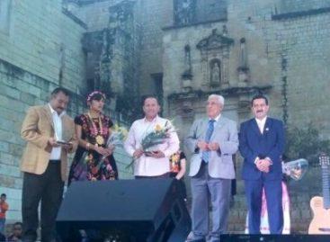 Reconocen trayectoria de Fernando Benítez con premio Espiga Dorada 2015, en Oaxaca