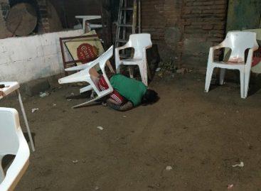Solitario sujeto asesina a tres personas y hiere de bala a dos en bar en Juchitán, Oaxaca