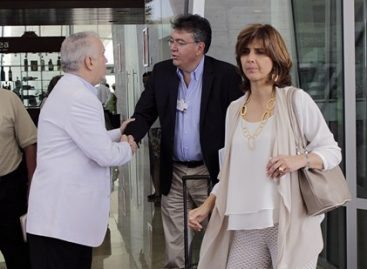 Llega ministra de Colombia, María Ángela Holguín para participar en Foro Económico Mundial