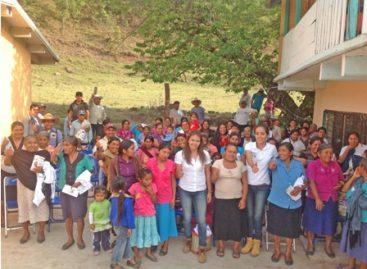 Lleva Gabriela Olvera propuestas legislativas a pobladores del Distrito de Sola de Vega, Oaxaca