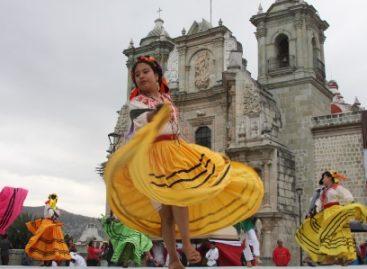 Festejan habitantes y visitantes 483 años de historia de las ciudad de Oaxaca de Juárez