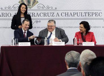 Entrega la SRE al Banco de México un acervo de billetes de la época del porfiriato
