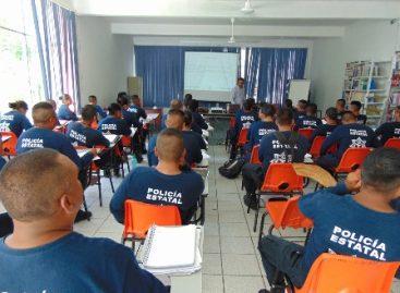 """Culminan policías de Oaxaca curso """"Legalidad y derechos humanos de las personas migrantes"""""""