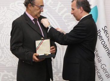 Impuso el canciller José Antonio Meade la Orden Mexicana del Águila Azteca a Manuel Guedán