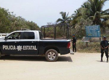 Localizan abandonado taxi colectivo con huellas de choque y una camioneta, en Oaxaca