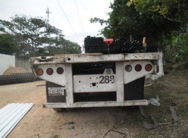 Recuperan plataforma de tráiler, automóvil y motocicleta con reporte de robo en Oaxaca
