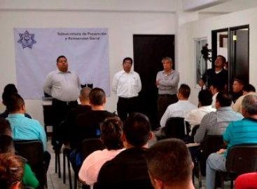 Dotan de paquetes de uniformes a personal de seguridad del Sistema Penitenciario de Oaxaca