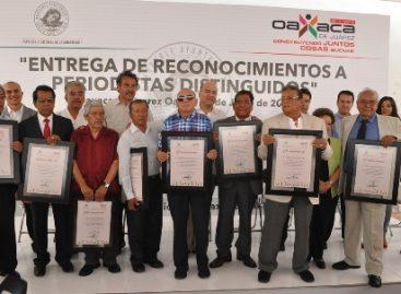 Reconoce Ayuntamiento de Oaxaca trayectoria de periodistas distinguidos