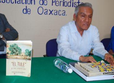 """Presenta Daniel Bautista su libro """"El Tule"""", en la Asociación de Periodistas de Oaxaca AC"""