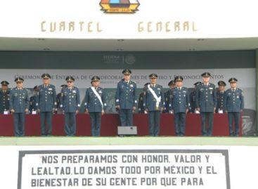 Entregan condecoraciones y reconocimientos a ocho generales que pasan a situación de retiro