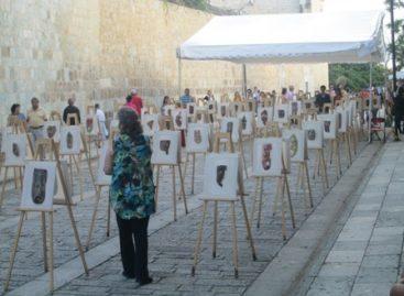 Exitosa exposición de 100 máscaras referente al feminicidio y 43 jóvenes normalistas