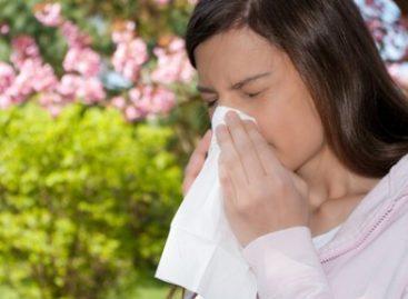 Factores ambientales, alimentos y medicamentos pueden causar alergias: Martínez Infante