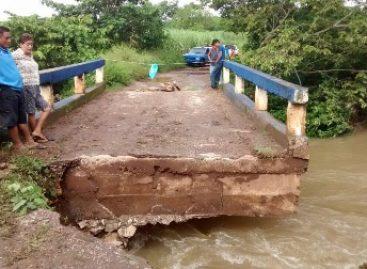Debido a las lluvias, reportan afectación de puente en Acatlán de Pérez Figueroa, Oaxaca