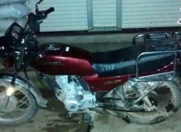 Aseguran taxi abandonado en Putla y motocicleta con reporte de robo en Tuxtepec, Oaxaca