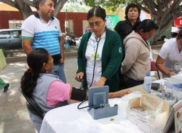 Con revisiones médicas gratuitas, IMSS festeja el Día del Abuelo