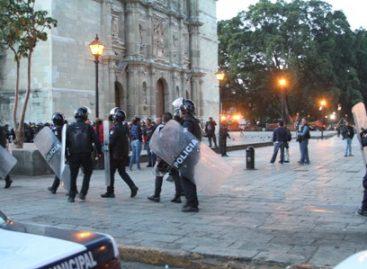 Liberan Gobierno de Oaxaca y municipio capitalino el Zócalo de vendedores ambulantes