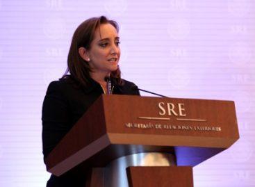Toma canciller Claudia Ruiz Massieu protesta a miembros de la rama diplomático-consular del SEM