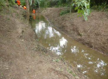 Continúa personal de Petróleos Mexicanos labores de limpieza en ejido Vixido y Tolosita, Oaxaca, por derrames de gasolina