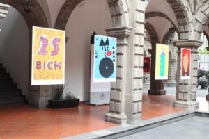 Los carteles muestran rastros de la cultura popular de México