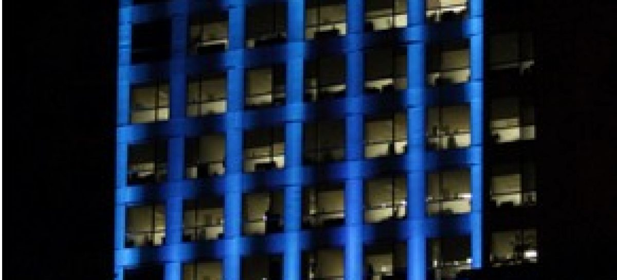 Iluminan de color azul edificio de Relaciones Exteriores por el 70 aniversario de la ONU