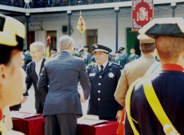 Condecora Guardia Civil Española al agregado de la Policía Federal de México en España