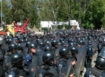 Retira Policía de Oaxaca camiones que obstruían carretera federal 190 Oaxaca-Istmo