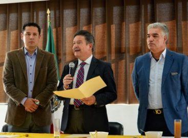 Renuncian Carlos Navarrete y Héctor Bautista a la presidencia y secretaria General del PRD