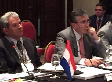 "Llaman a ombudsmans de Iberoamérica a impulsar que instituciones del Estado gobiernen ""a plena luz del día"""