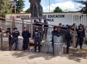 Evalúan a 280 profesores autoridades educativas federales y de Oaxaca