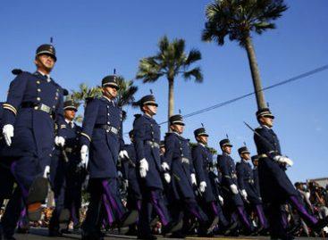 Desfilan cadetes mexicanos en calles de la República Dominicana