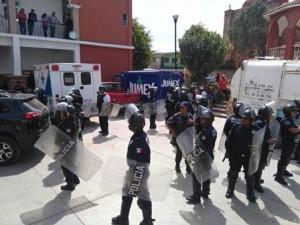 Los manifestantes agredieron a un grupo de personas que se encontraba en el Palacio Municipal de Atzompa.
