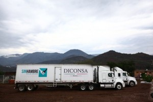 Diconsa reparte productos de calidad y bajo precio a 251 mil 916 habitantes de 287 comunidades indígenas de origen náhuatl.